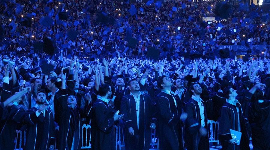 Bahçeşehir Üniversitesi'nde Mezuniyet Coşkusu