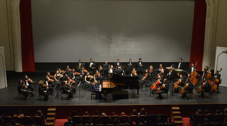 BAU Oda Orkestrası İdil Biret'e Eşlik Etti